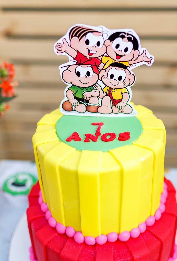 Se a intenção é fazer um bolo simples, basta fazer uma camada de cada cor e no topo colocar a figura dos personagens principais da Turma da Mônica.