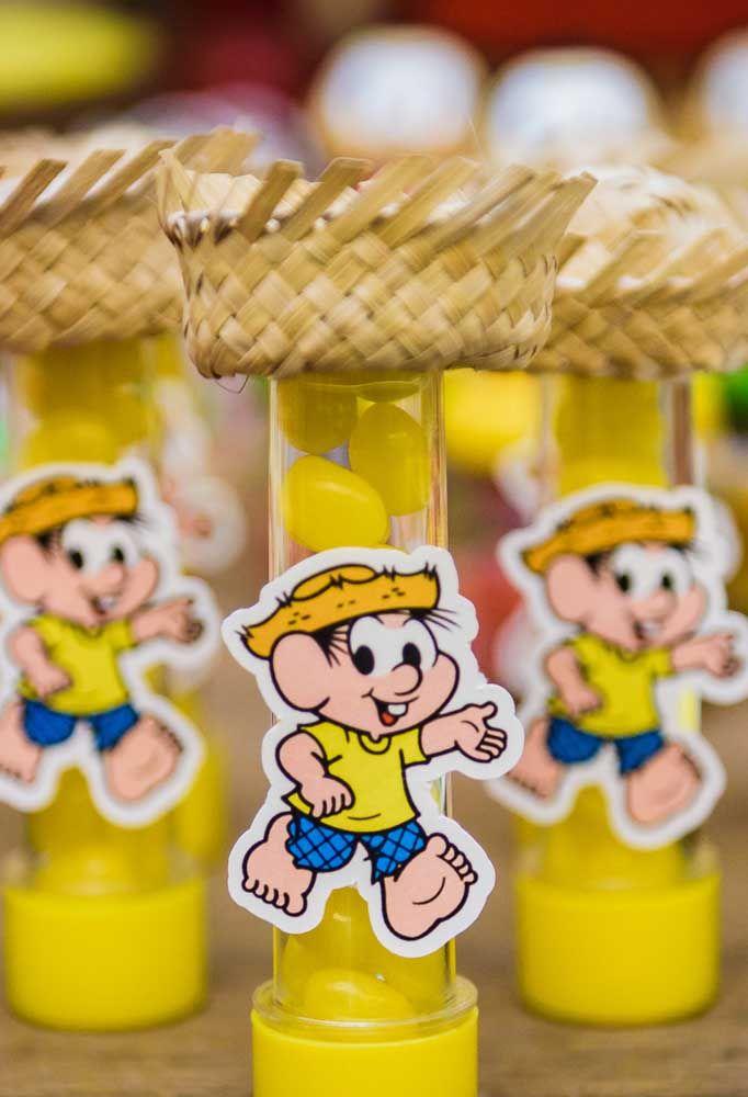 Se a decoração é inspirada no Chico Bento, personalize as embalagens das guloseimas de acordo com o tema.