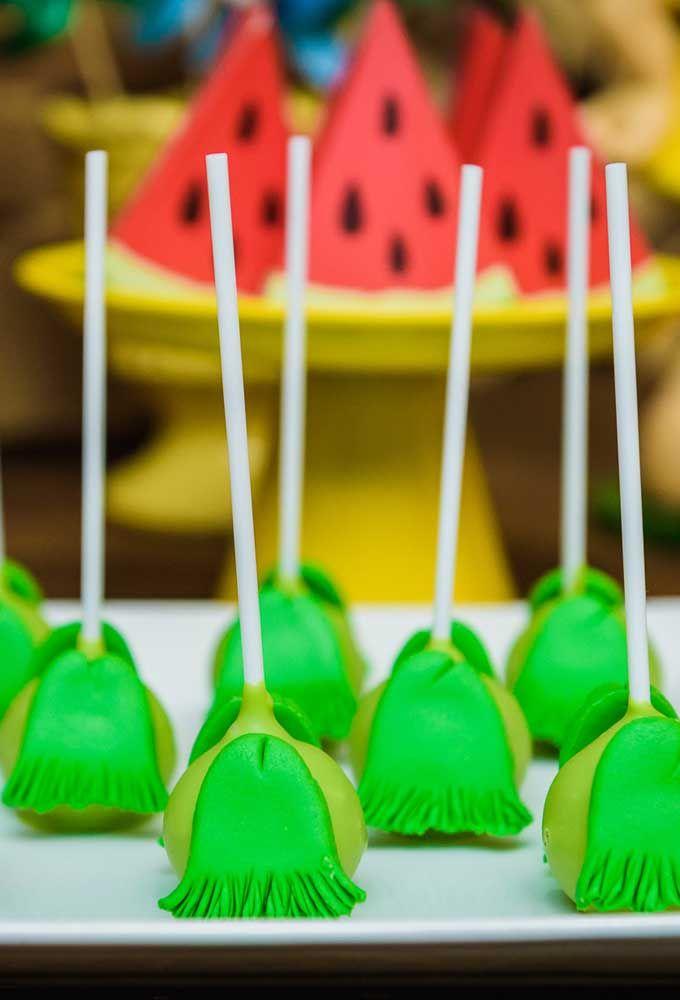 O tema com a Turma da Mônica permite variar as formas de apresentação dos doces da festa.