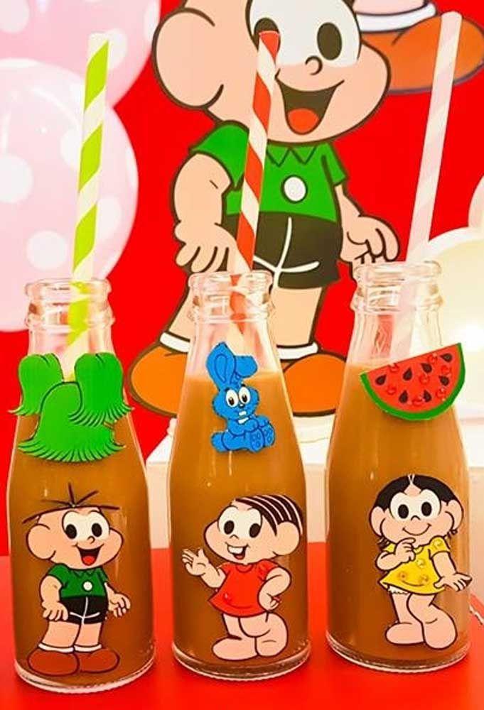 Sirva as bebidas na garrafinha personalizada com os personagens da Turma da Mônica.