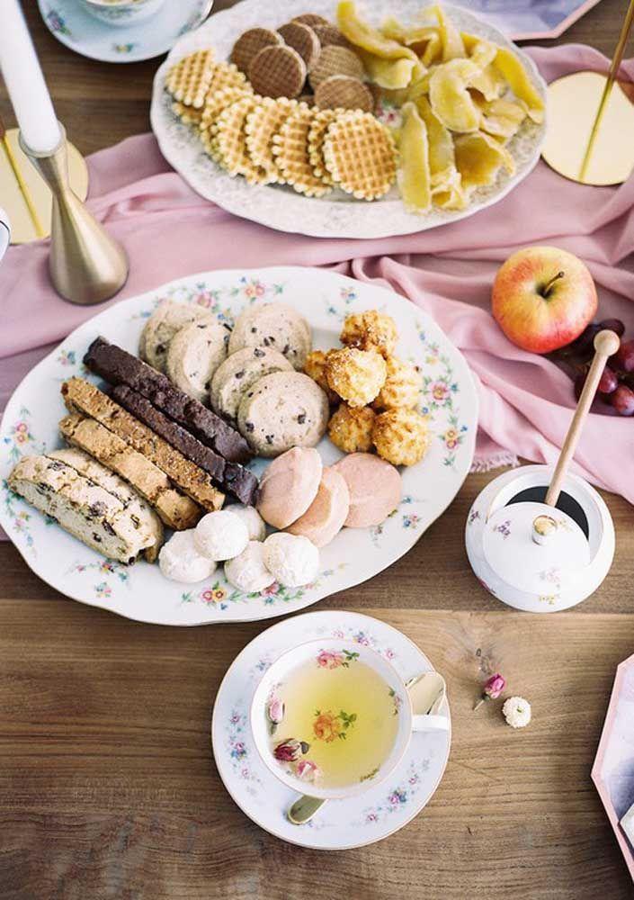 Ofereça opções variadas capazes de agradar a todos os convidados do chá