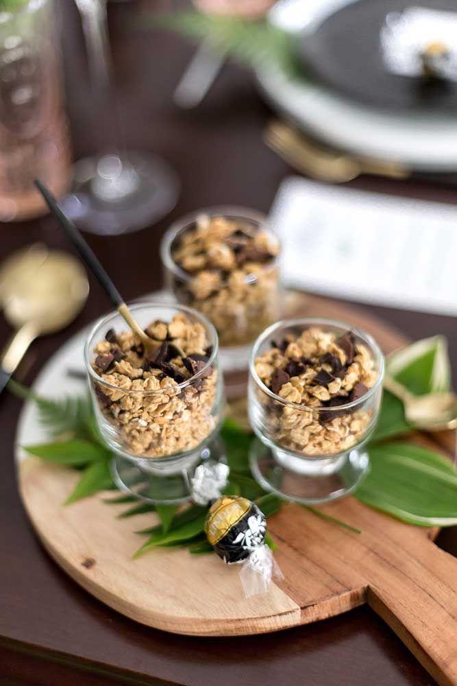 Se preferir pode servir uma opção mais saudável no chá da tarde, como granolas, por exemplo