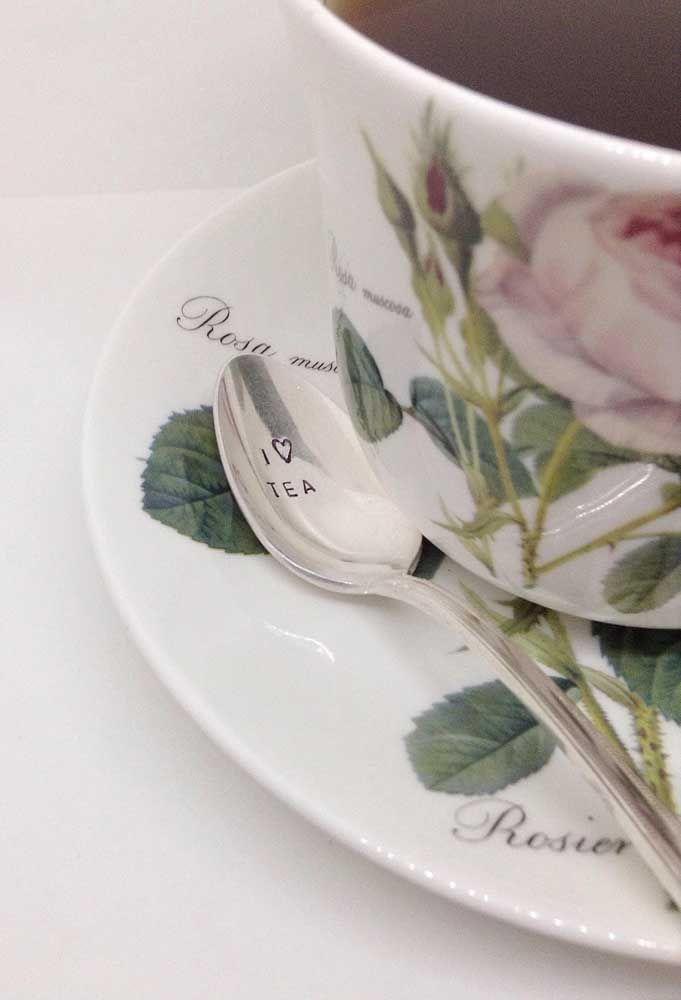 Aqui, o amor pelo chá da tarde vem marcado na colher