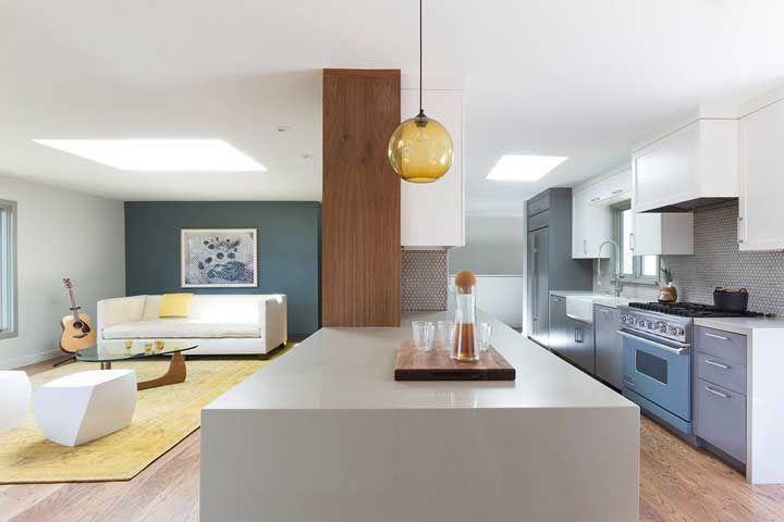 Projeto moderno e minimalista com base no uso do granito cinza absoluto