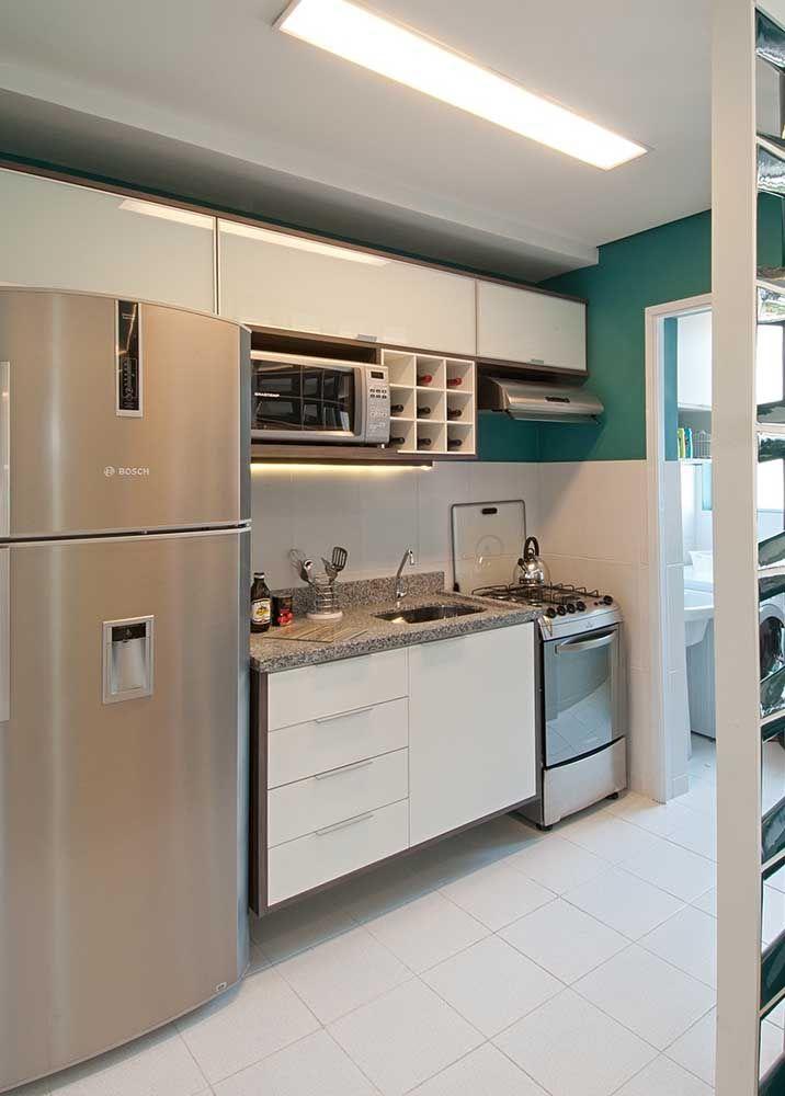 Cozinha pequena, simples, mas muito bem acabada com o granito cinza andorinha