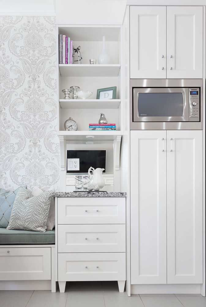 O clássico e elegante mix entre madeira branca e granito cinza