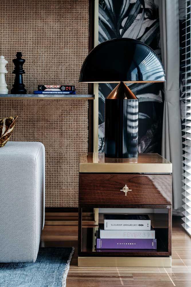 Entre todos os objetos decorativos, o abajur foi o escolhido para ser o destaque da sala
