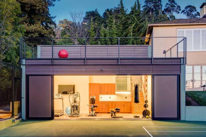 Que tal vender o carro e transformar a garagem em uma academia? Considere essa possibilidade