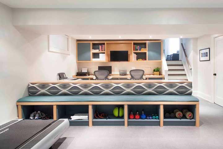 Academia dividindo espaço com o home office: trabalhe e treino no mesmo lugar