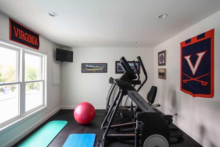 A academia em casa pode ser pequena, o importante é deixar um espaço para circulação entre os equipamentos