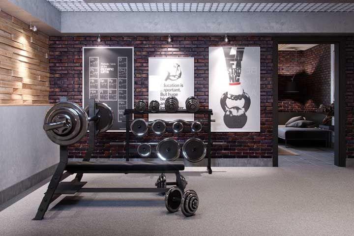 Lousa e quadros motivadores na parede da academia em casa