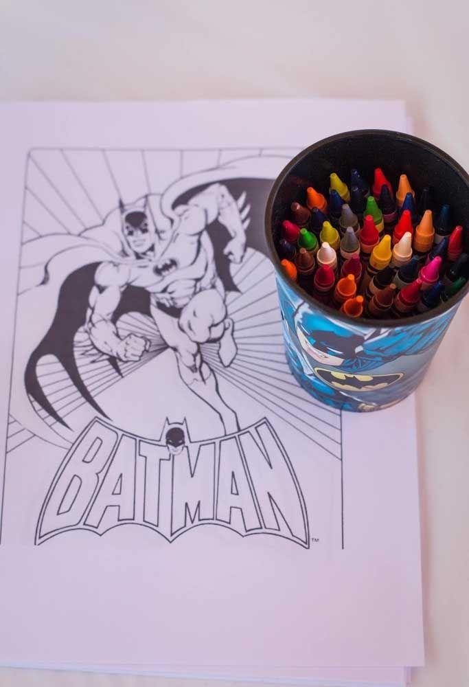 Deixe as crianças soltarem a imaginação. Para isso, prepare um cantinho para eles pintarem e desenharem.