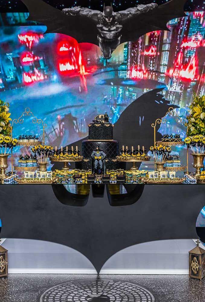 Não adianta caprichar na decoração da mesa principal, se não tiver um belo painel ilustrativo para complementar o cenário.