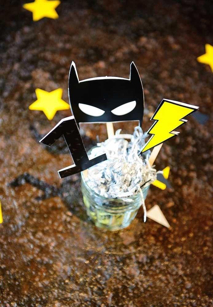 Use a criatividade para pensar nos mais variados elementos decorativos para a festa com o tema Batman.