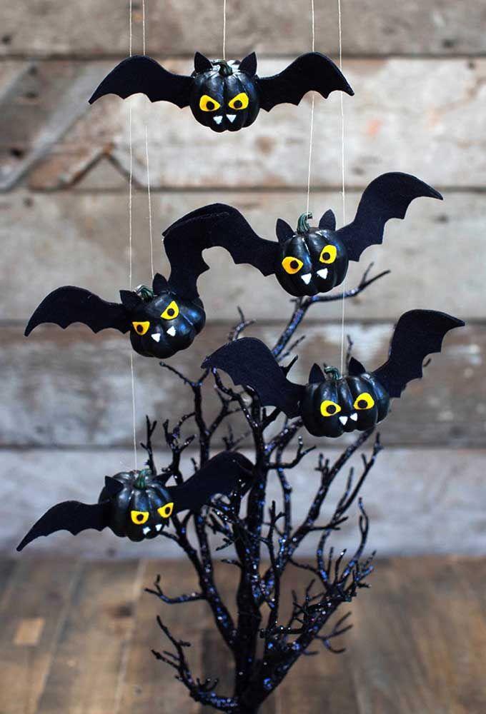 Que tal criar vários morceguinhos para decorar a festa?