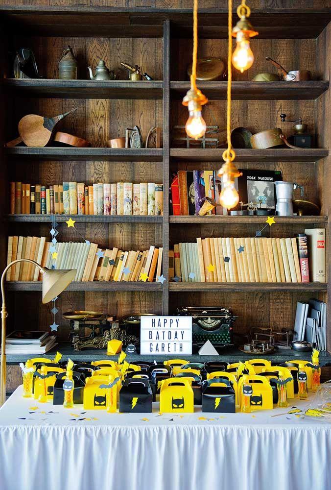 Quer mais inspiração do que essa estante de livro para fazer uma decoração?