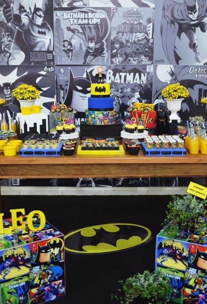 Apesar do tema Batman pedir uma decoração nas cores preta e amarela, é bem possível fazer algo mais colorido e até mais chamativo.