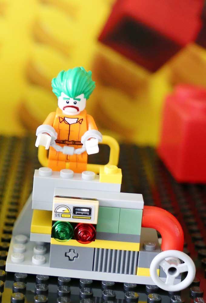 Com os brinquedos Lego você pode usar a imaginação para criar os mais variados personagens do universo do Batman.