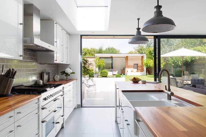 Com uma cozinha aberta você tem a oportunidade de aproveitar melhor cada pedacinho da sua casa