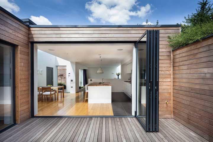 Providencie uma porta capaz de proteger a cozinha no caso de uma chuva forte
