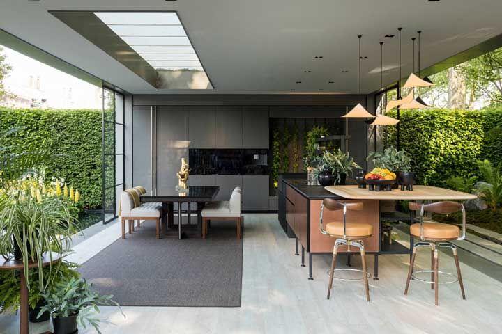 Ou cercada por natureza? Qual desses modelos de cozinha aberta te encanta mais?