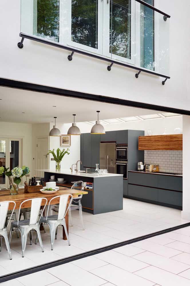 Cozinha, sala de jantar, sala de estar e quintal: tudo integrado