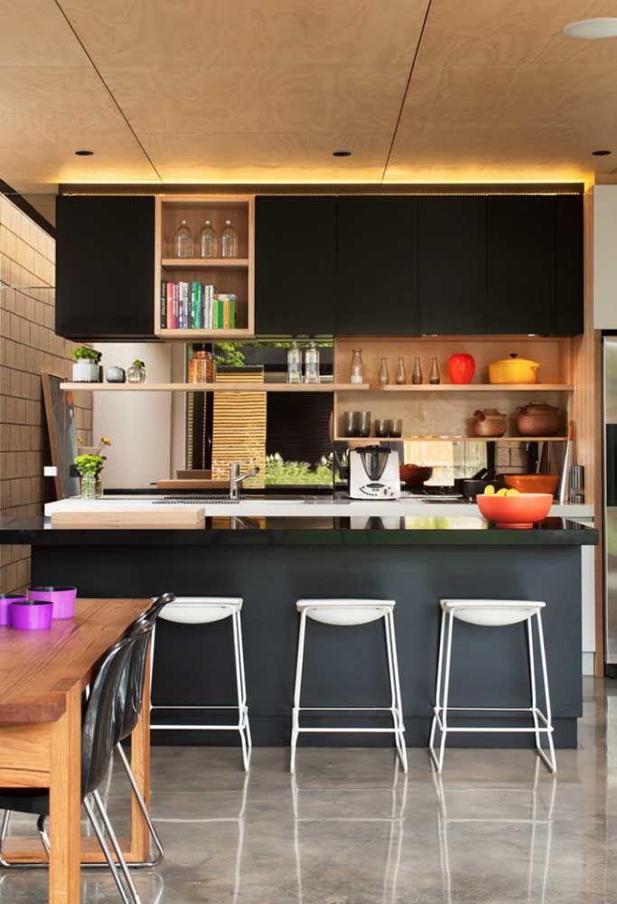 Cozinha aberta pequena e simples para comprovar que esse modelo cabe em qualquer tipo de casa
