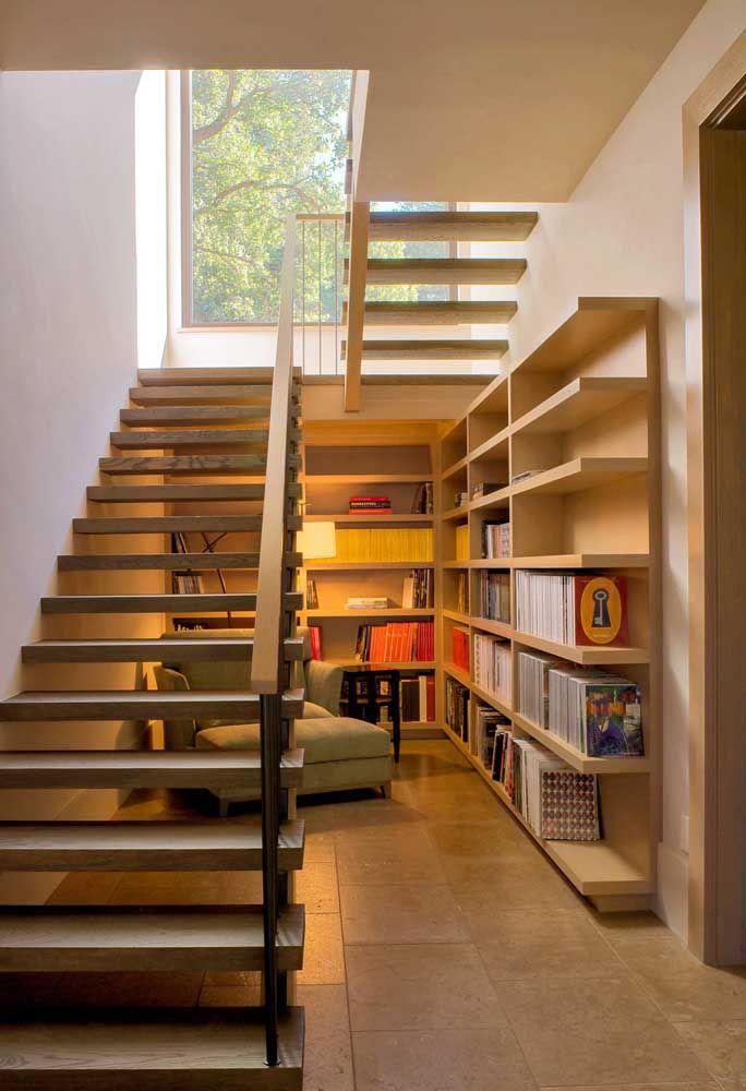 Escada vazada de madeira: charme, estilo e elegância em um único projeto