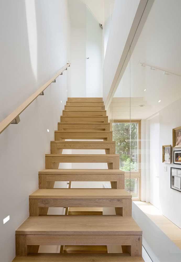 Escada de design moderno combinada ao conforto da madeira