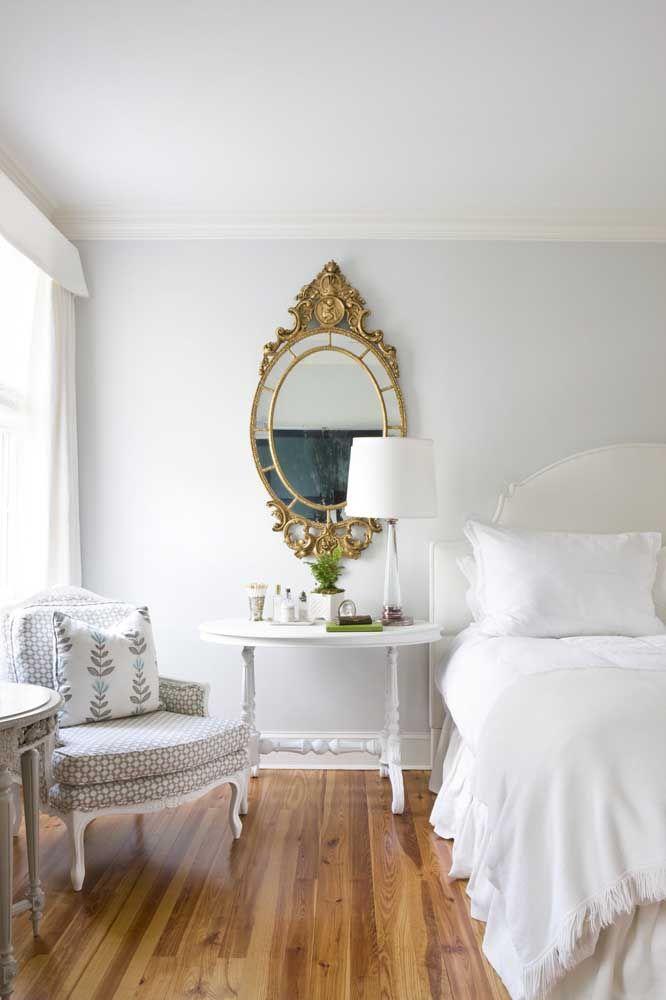 Espelhos redondos e ovais reforçam a proposta romântica do estilo Shabby Chic