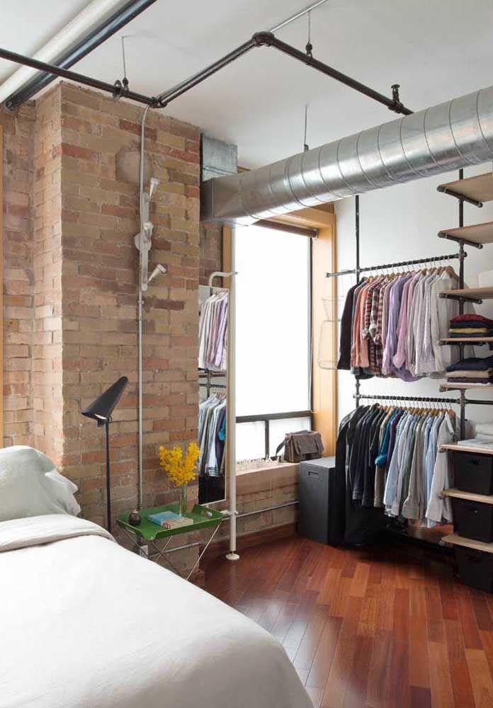 Nada combina tão bem com um closet aberto do que o estilo industrial