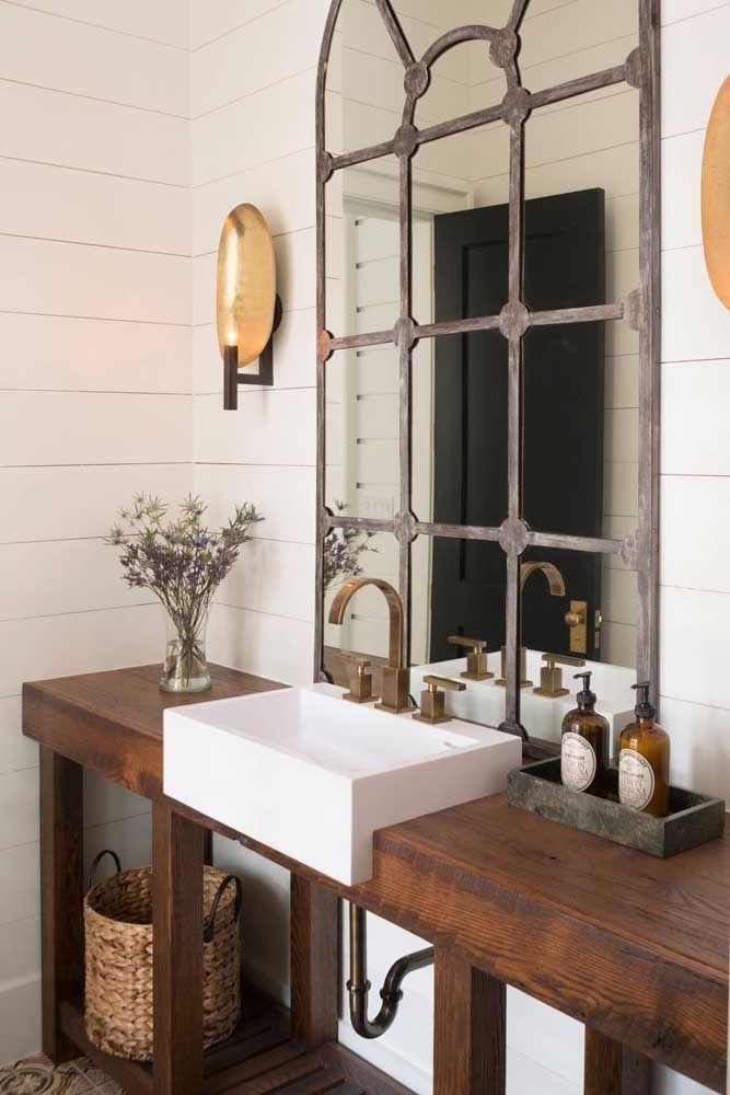 Veja esse banheiro e comprove como o móvel rústico consegue deixar os ambientes mais aconchegantes
