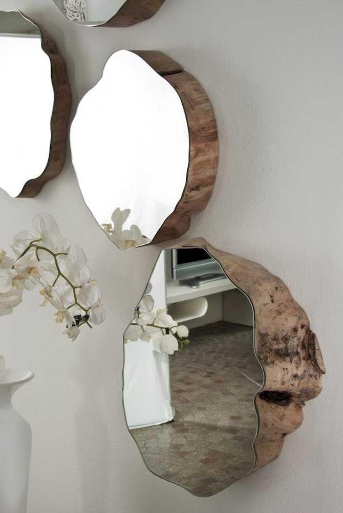 Podia ser apenas mais um conjunto de espelhos, mas os troncos de árvores mudaram todo o projeto