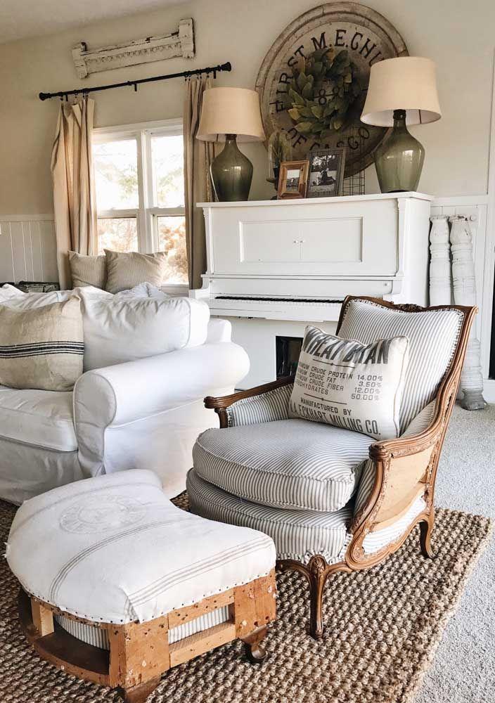 Os detalhes em couro arrebatam essa decoração de móveis rústicos