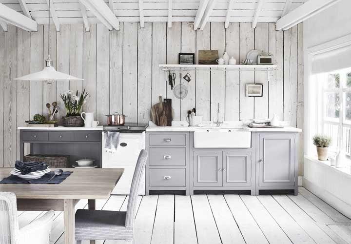 Dê um toque de modernidade aos móveis rústicos pintando-os de cinza