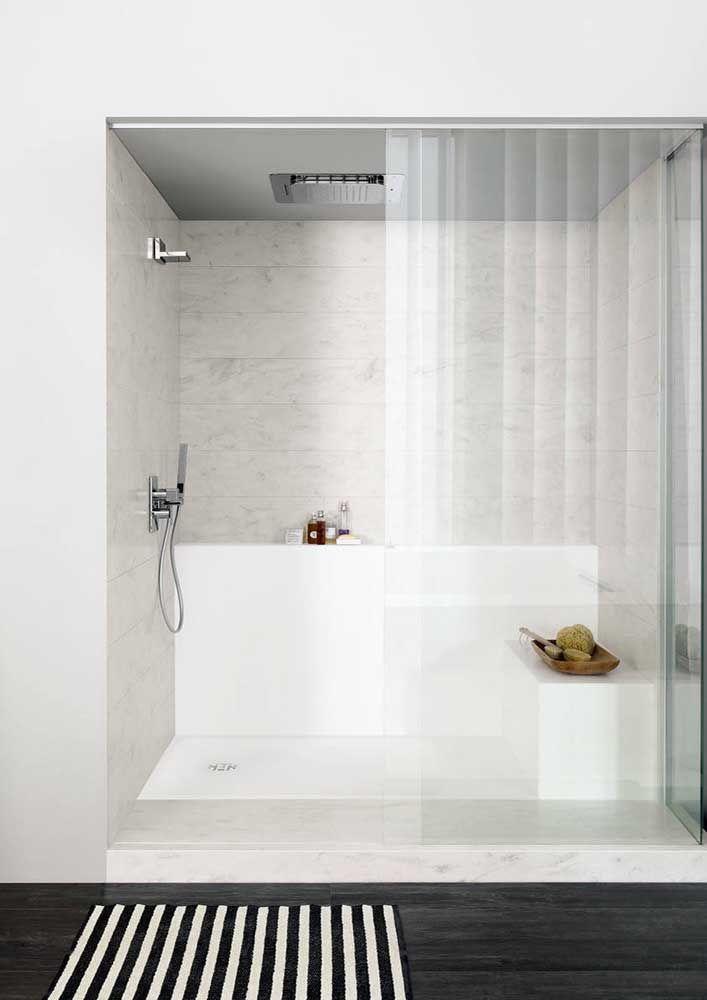 Área do banho feita com Corian branco: um mimo para o banheiro