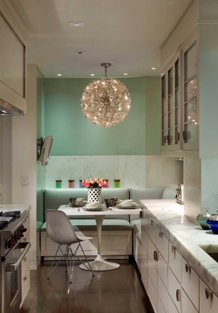 Bola de luz no alto da cozinha