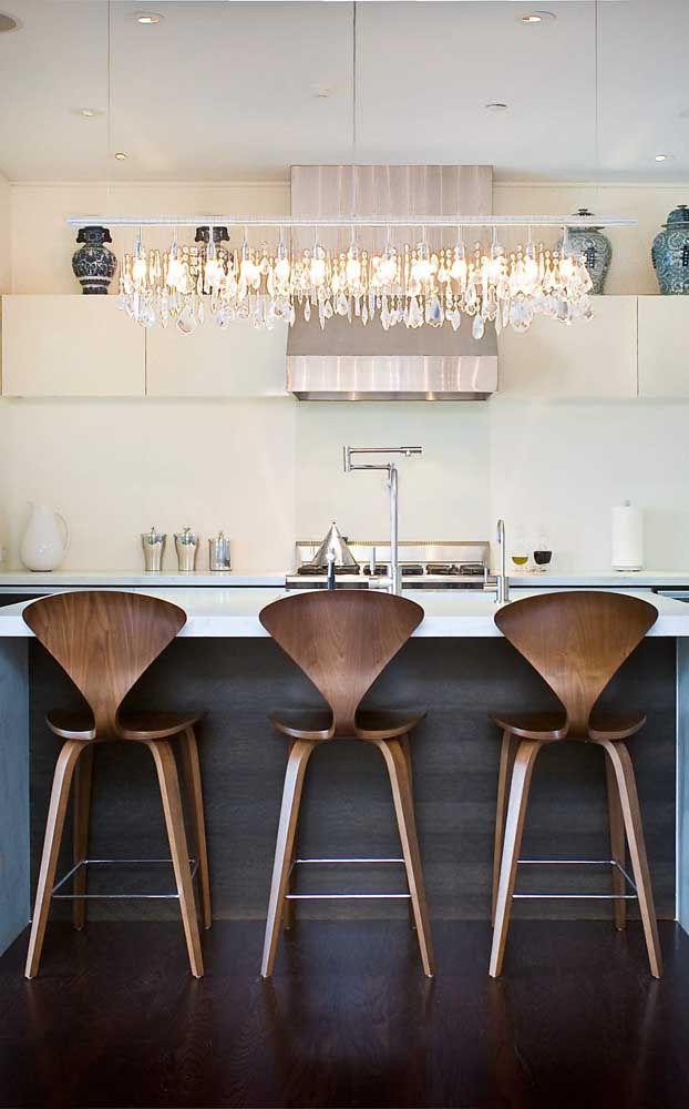 Trilho iluminado para encantar quem chega na cozinha