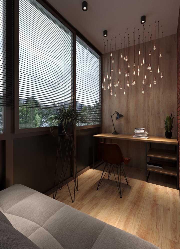 Com o vidro, a sacada fica livre para sair daquela aparência de área externa e ser decorada como um cômodo a mais da casa.