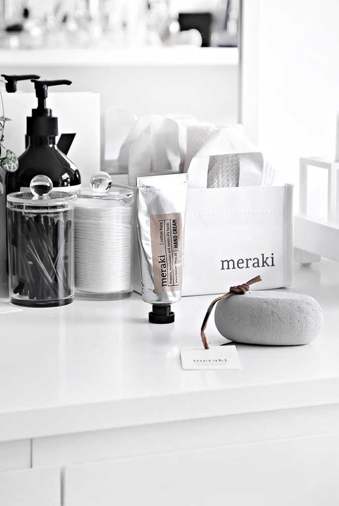 A mistura do branco, preto e cinza torna este kit sofisticado, mas sem perder a beleza da simplicidade