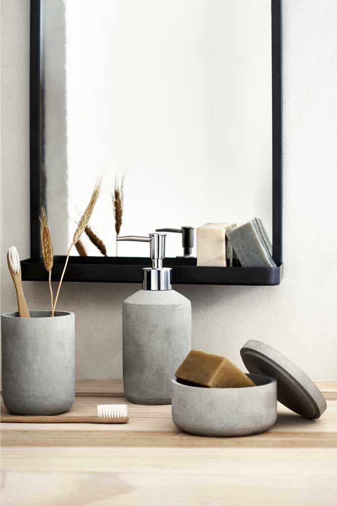 O kit de higiene apostou no material tendência do momento, o concreto, para garantir o visual moderno do banheiro, sem, é claro, deixar de lado a funcionalidade
