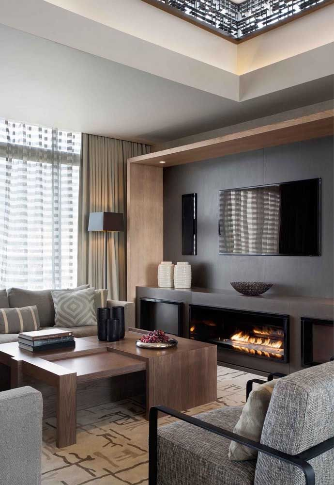 Olha mais um exemplo de como a lareira ecológica pode ser inserida na sala de estar