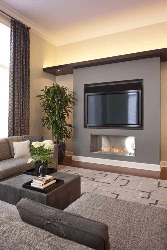 Essa sala de estar com lareira ecológica é a expressão ideal de conforto e acolhimento