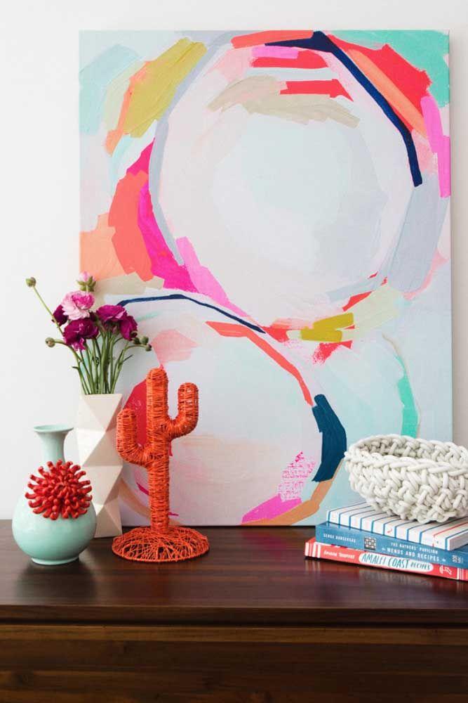Escolha um cantinho da casa para arrasar na decoração, vale, inclusive, abusar de cores quentes e vibrantes