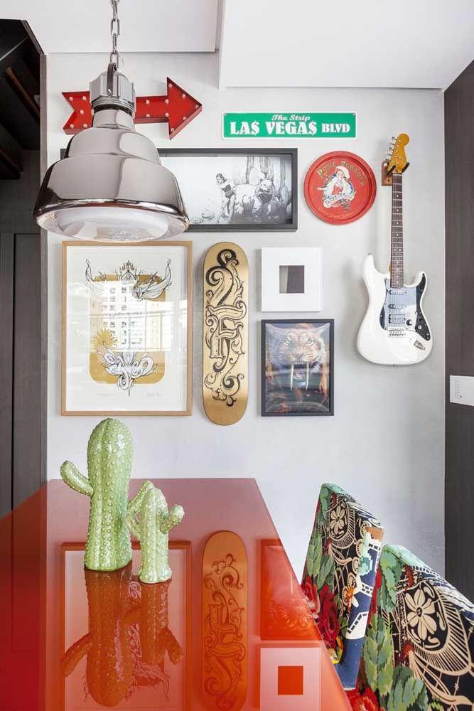 Objetos decorativos que representam os gostos dos moradores, como instrumentos musicais e skates, são sempre bem vindos