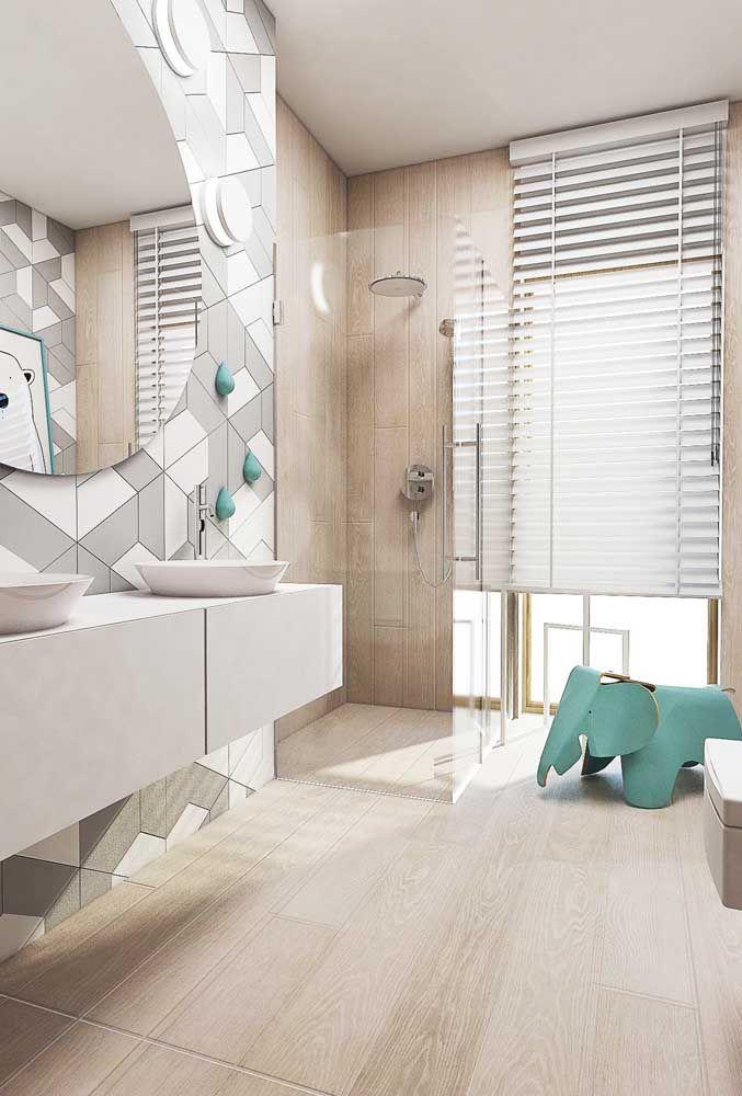 Você pode optar por poucos, mas expressivos objetos decorativos, como esse elefantinho azul no banheiro