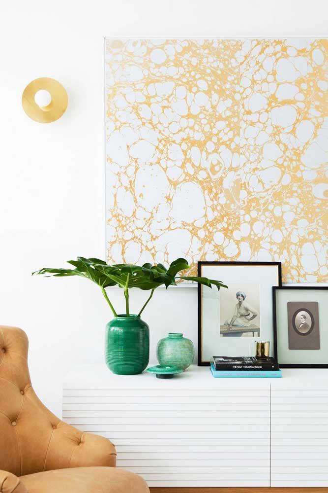 Um quadro abstrato nos tons da decoração