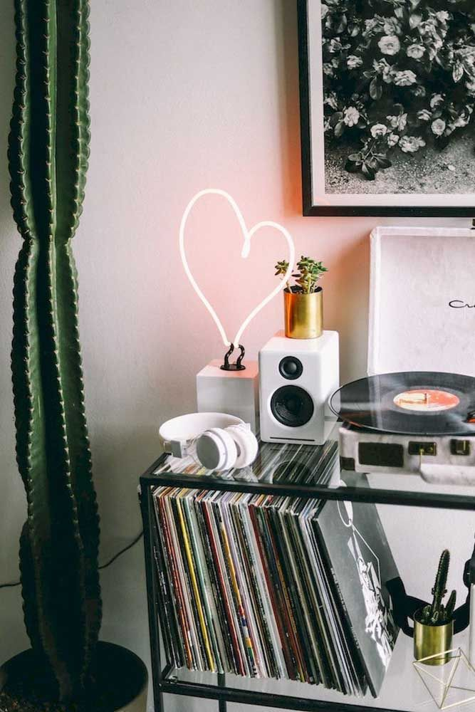 Os discos de vinil alegram o ambiente com música e, ainda, funcionam como peças de decoração