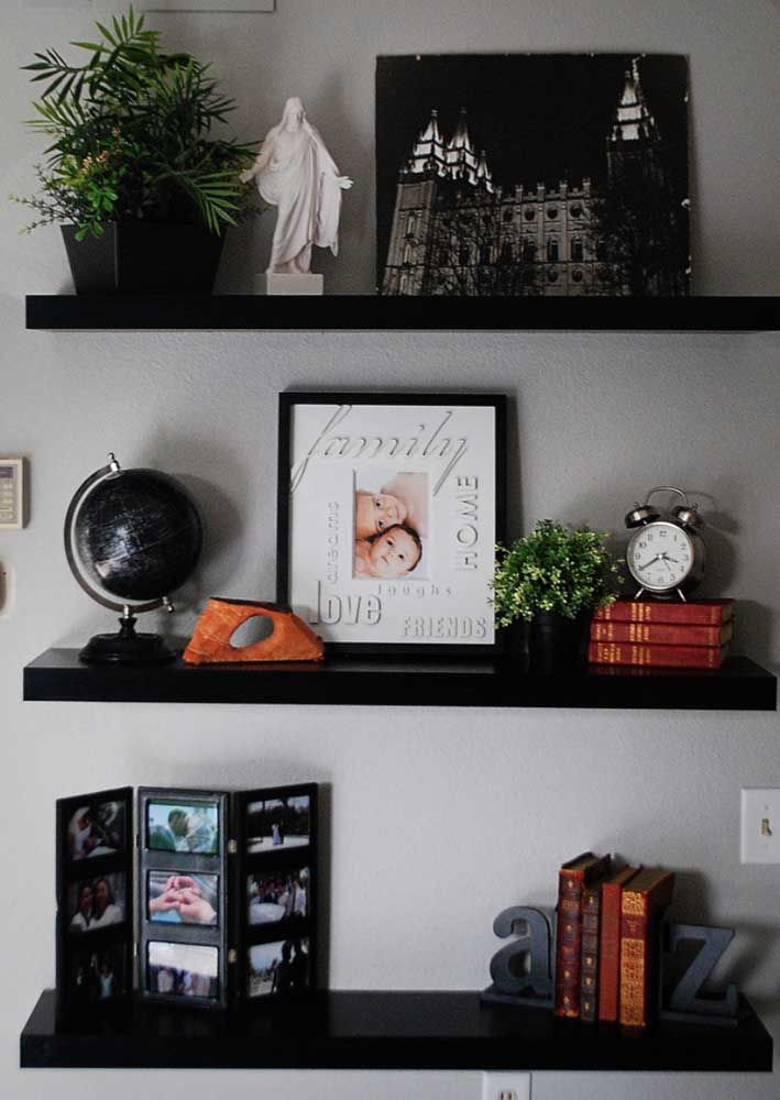 Não tenha pressa em comprar todos os objetos decorativos, vá construindo essa coleção aos poucos e sentido a necessidade de cada um