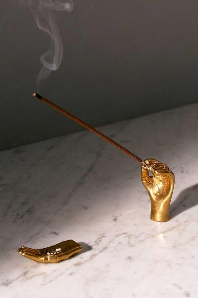 Quer um objeto decorativo criativo e diferente? Que tal esse? Um porta incenso em formato de mãos